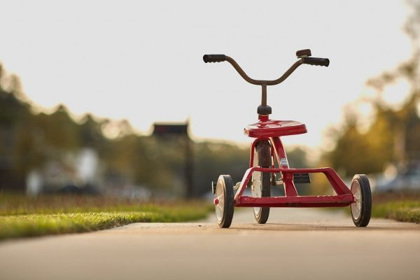 A quel moment passer d'une poussette vélo à un tricycle évolutif enfant ?